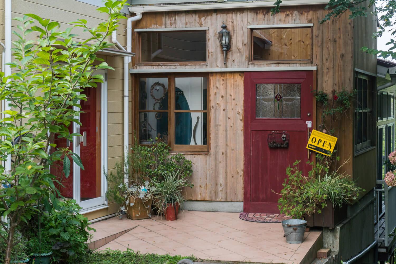 淡路島で一番安いオートキャンプサイトがある建物の玄関