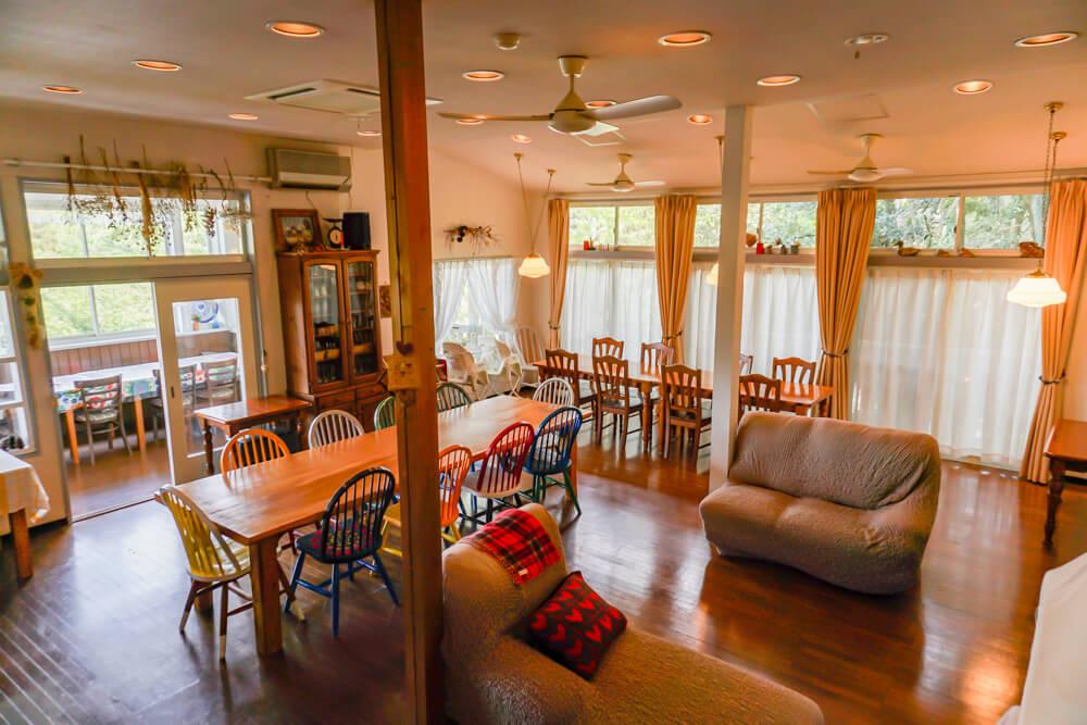 淡路島で一棟貸しできる宿泊施設のダイニングルーム