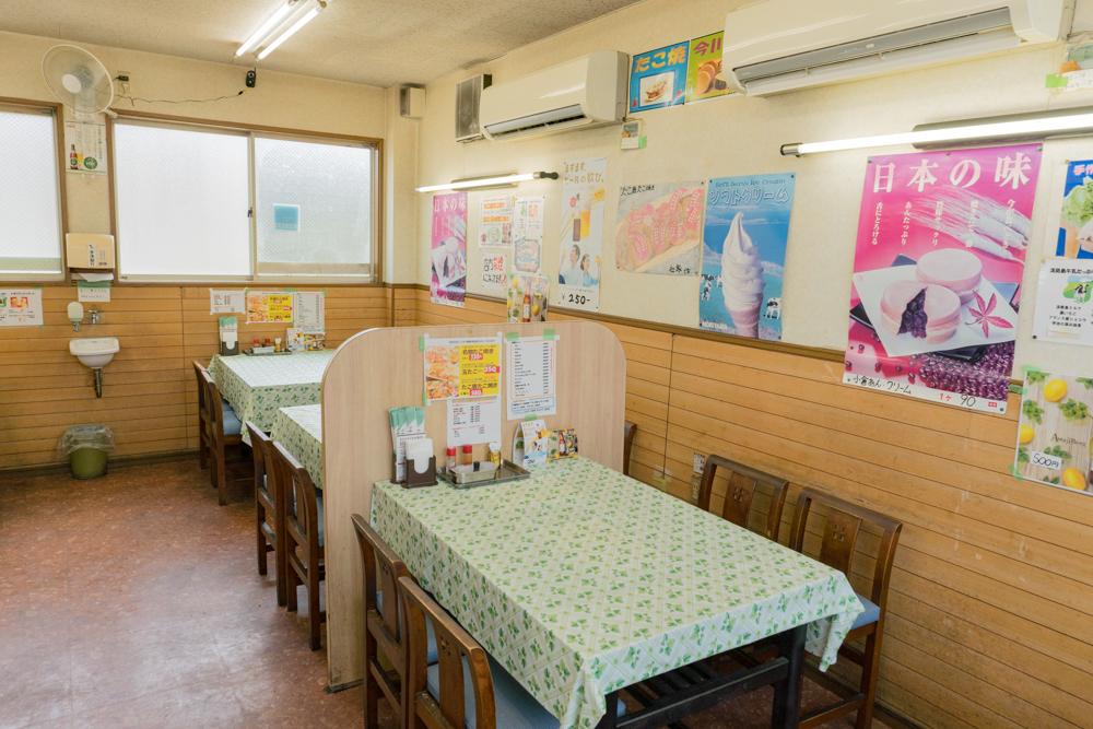 淡路島のB級グルメたまご屋さんちのたこ焼きのイートイン