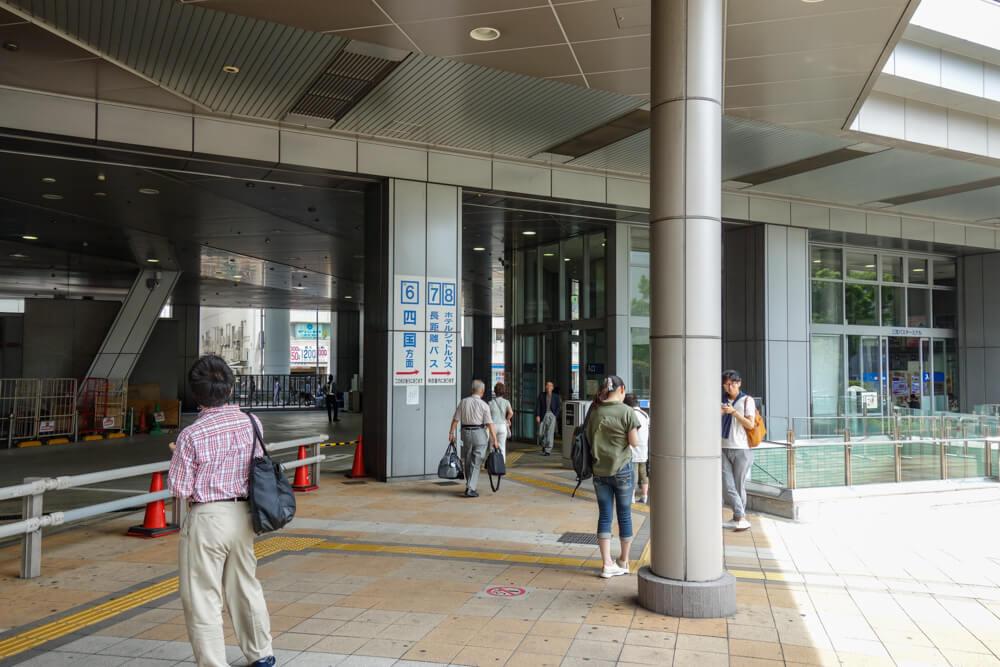 entrance of sannomiya bus stop