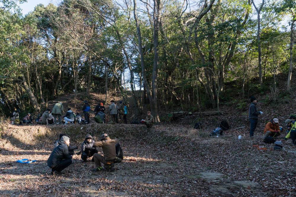 ロープワークグループ練習の風景