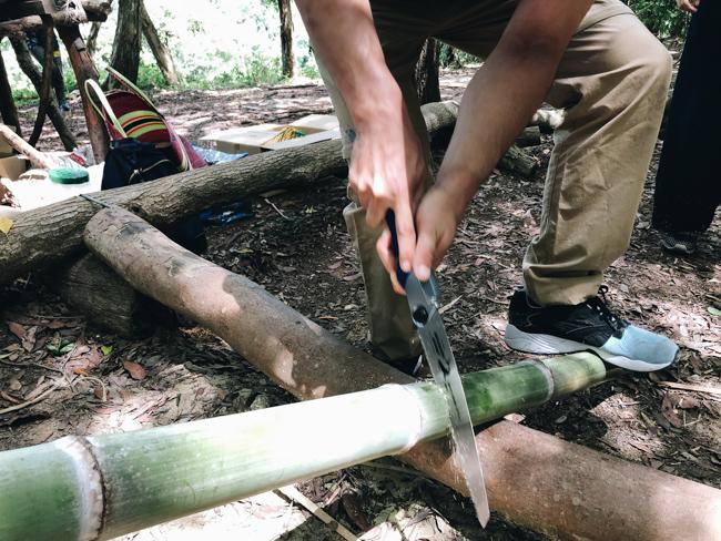 ノコギリとナイフで竹の飯ごう作り