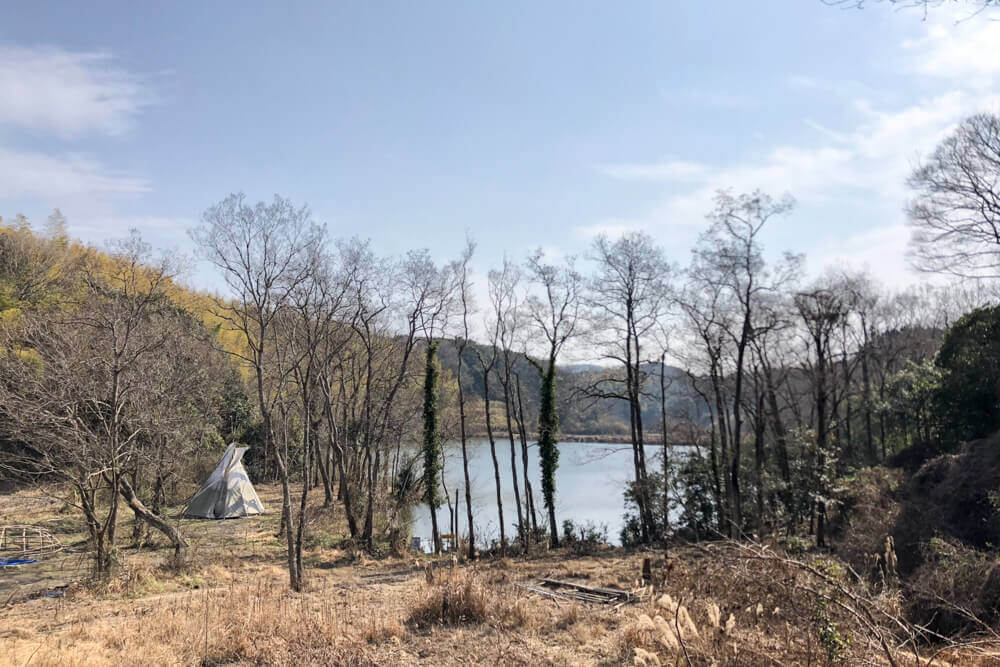 湖畔のキャンプサイト