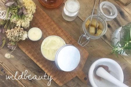 野草とミツロウの万能バーム作り、野草とハチミツの化粧水作り